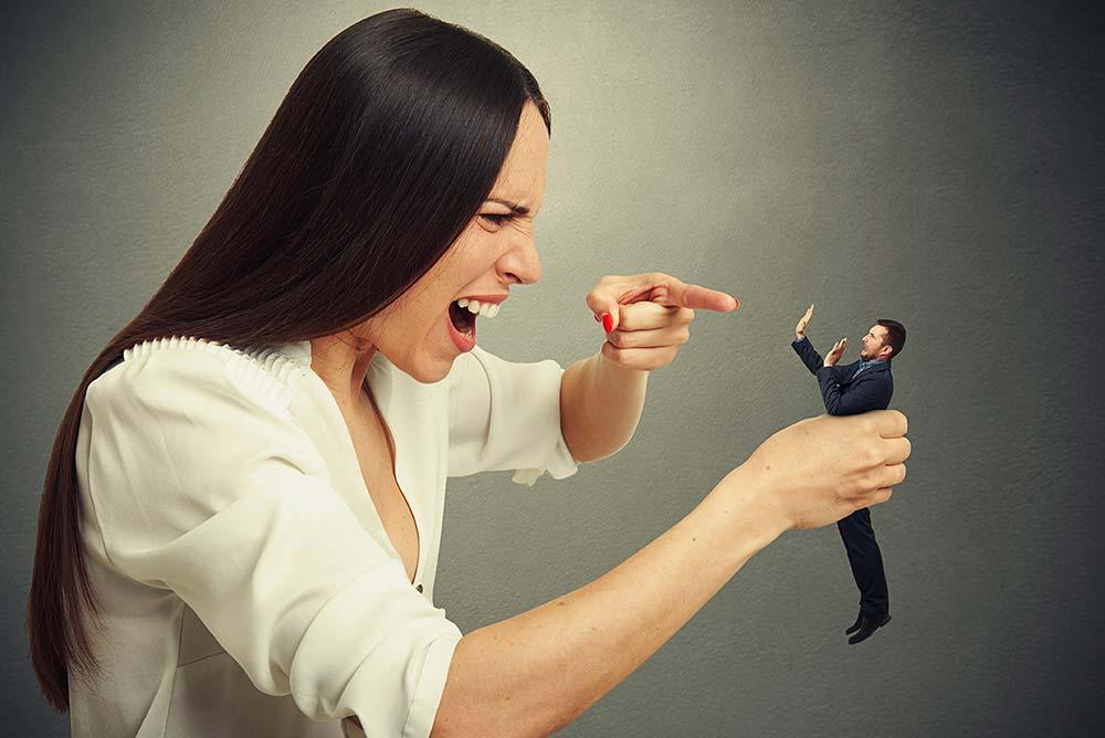 Il narcisismo patologico al femminile: quando è la donna ad abusare e manipolare l'uomo